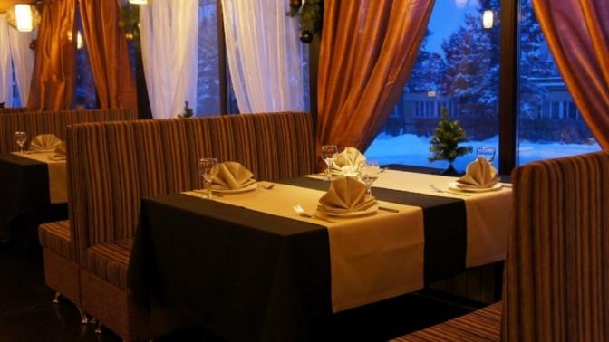 Скидка до 50%. Отдых для двоих стрехразовым питанием посистеме «шведский стол», прокатом инвентаря, посещением бассейна исауны вдоме отдыха «Компонент»