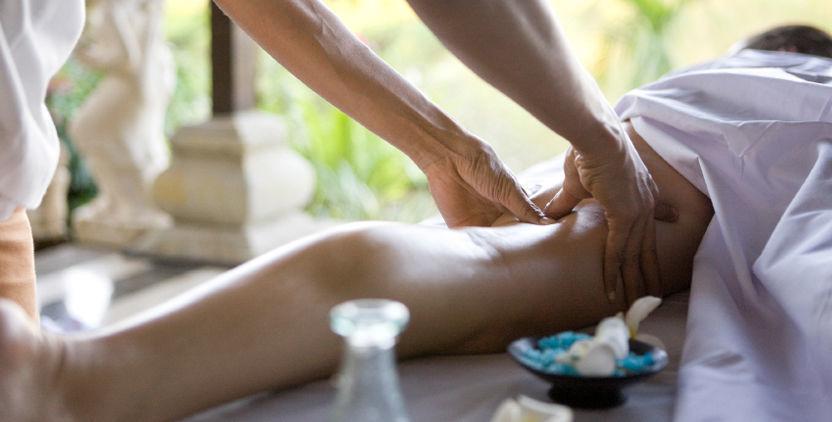 дрочит член во время массажа