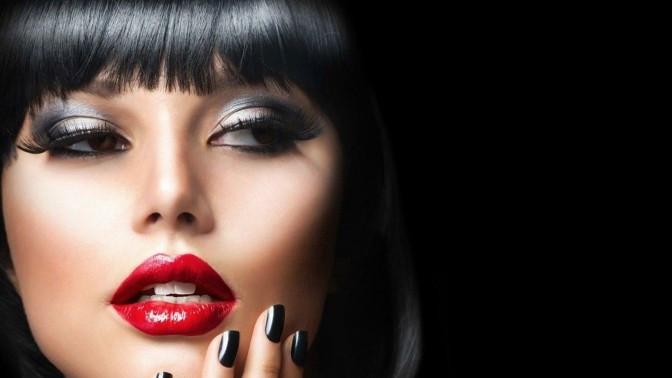 Скидка до 80%. Полный курс макияжа вгруппах или индивидуальные занятия инабор кистей для макияжа вмеждународной школе макияжа «Визаж Nonstop»